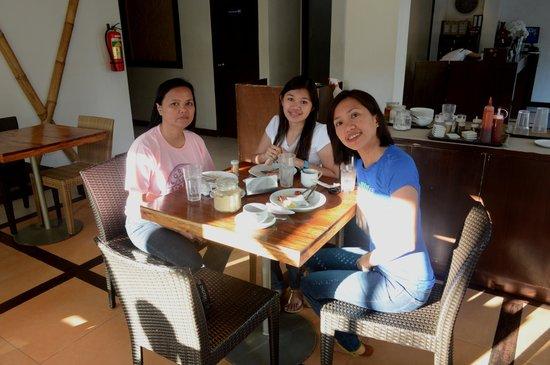 Coron Ecolodge : having breakfast