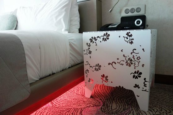 W Singapore Sentosa Cove: A stylish side table