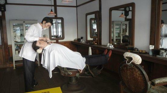 Historical Village of Hokkaido (Kaitaku-no Mura): 床屋さん、実にリアル