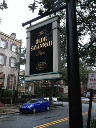 The Olde Savannah Inn: Sign outside.