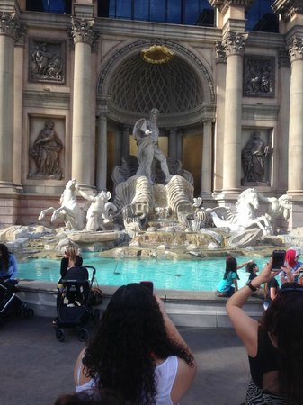 Caesars Palace : fountains