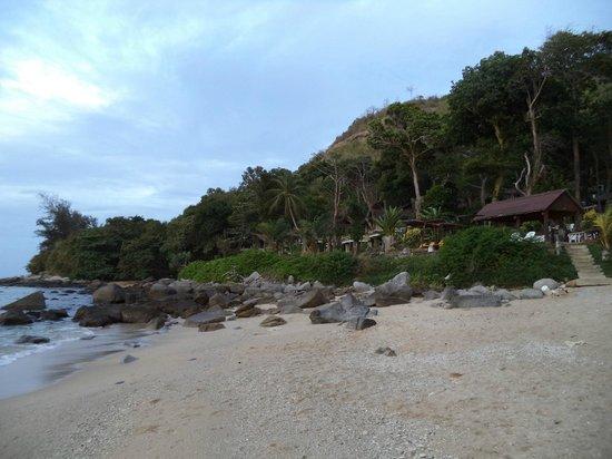 Baan Krating Phuket Resort : вид на павильоны с пляжа