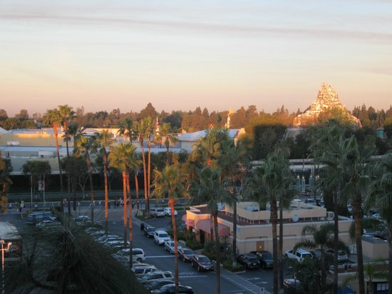 Fairfield Inn Anaheim Resort: Sunrise over Disneyland and Millie's Restaurant