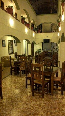 Jardines de Luz Hotel : Restaurant. Habitaciones al rededor.