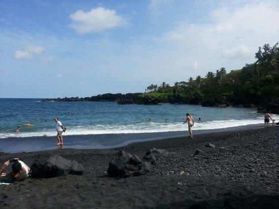Wai'anapanapa State Park: Black Sand Beach 21.02.2014