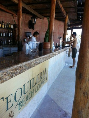 Hyatt Zilara Cancun: The Beach Lounge