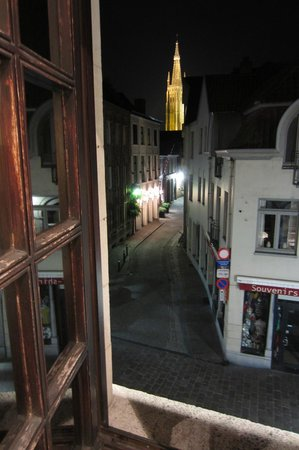 Hotel Bourgoensch Hof: View of the church from our window