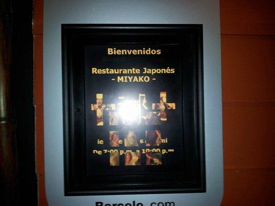 Barcelo Tambor : Entrada al restaurante de sushi