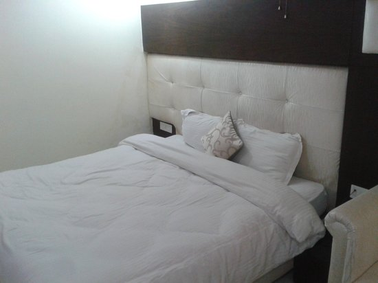Hotel Diamond Plaza : Bed