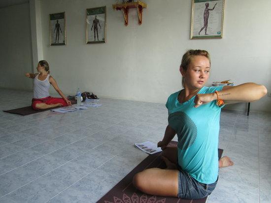 Suai Thai Massage Center: Thai Yoga Rusie Dutton in Phuket