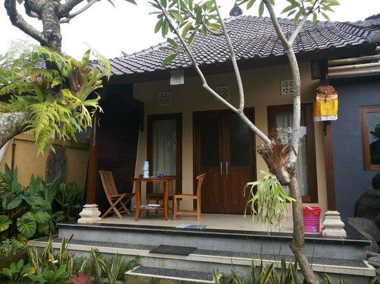 Prapen Bungalows: exterior room