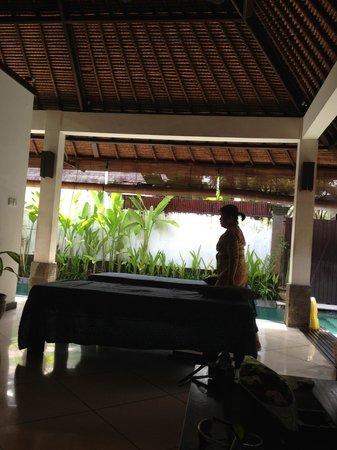 Maya Sayang: ヴィラ内でホットストーンマッサージを受けることができます。
