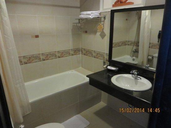 Hoi An Historic Hotel: bathroom