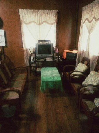 Randy's Brookside Inn: Sala/Receiving Area - You can watch cable tv here