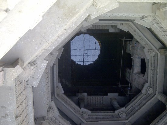 Adalaj Step-well: Top view of first well