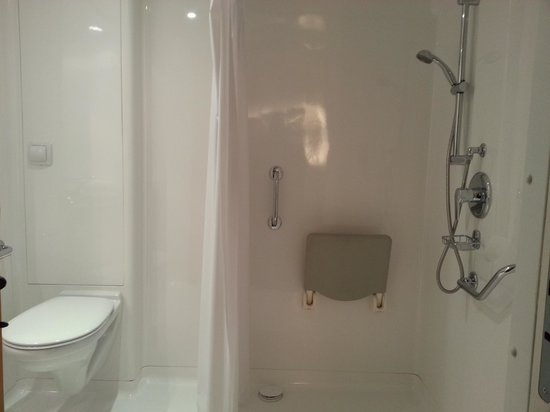 Ibis Budget Marne la Vallee Val d'Europe : WC