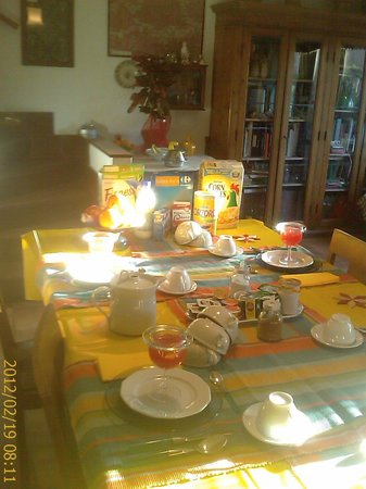 Sunny breakfast at B&B Albero Gemello