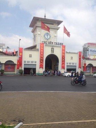 Signature Saigon Hotel : marche de Ben Thành situe à 200m