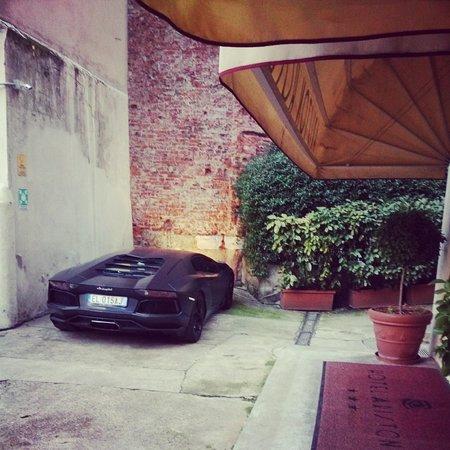 Ariston Hotel: парковка