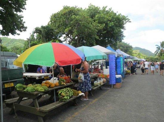 Punanga Nui: ローカルのフルーツがいっぱい