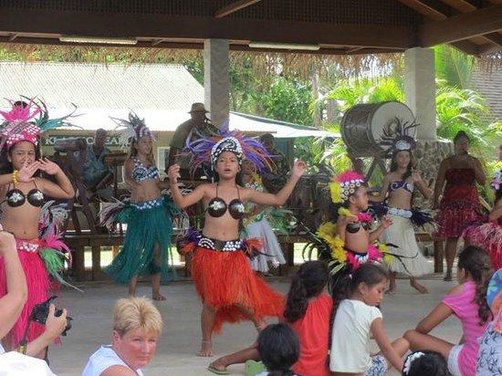 Punanga Nui: ステージではダンスショー