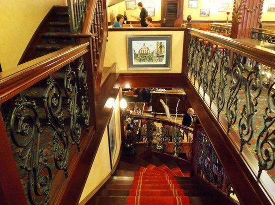Le Café des Tribunaux : Inside Cafe Tribunaux