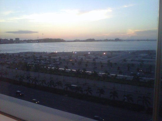 Hotel Presidente Luanda : Sunset from the Bar