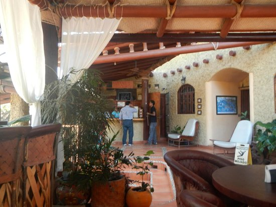 Hotel Villas Las Azucenas: Reception area