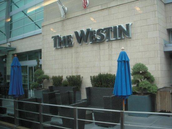 The Westin Memphis Beale Street: 玄関横の看板