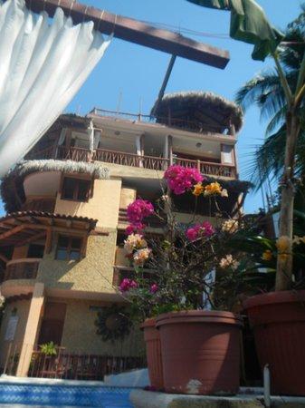 Hotel Villas Las Azucenas: Looking to the hotel