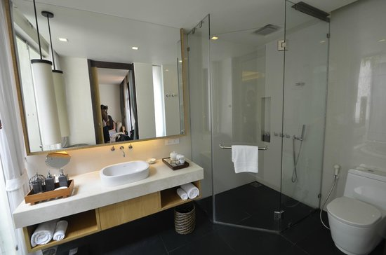 Chaweng Regent Beach Resort: Our bathroom in the Suite