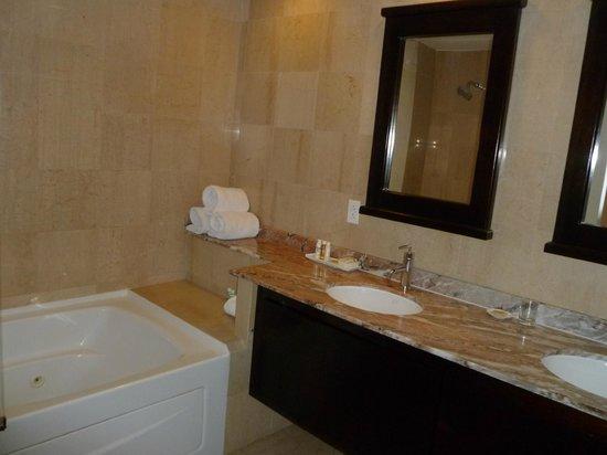 Princess Heights Hotel : bathroom