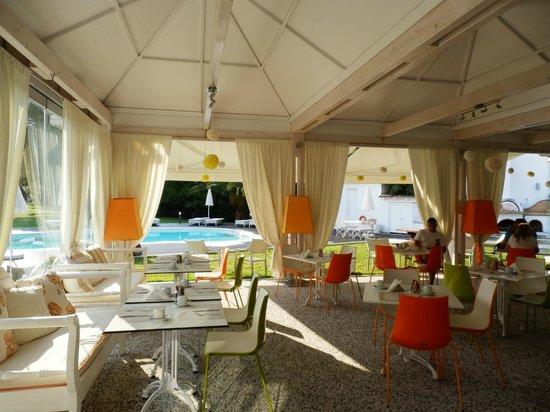 Mandraki Village Boutique Hotel : Sala della prima colazione