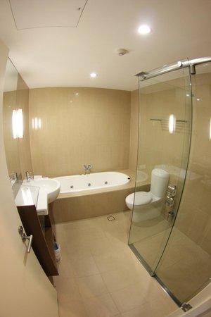 Mercure Sydney Liverpool: Badezimmer