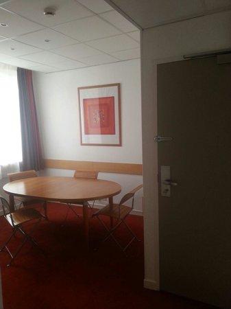 Ibis Lyon Centre Perrache: Salon de la suite