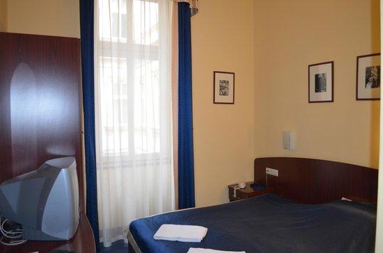 Hotel Central Basilica: Dormitorio