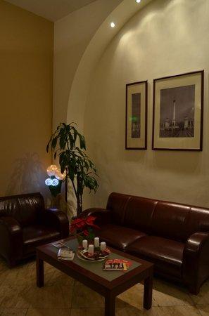 Hotel Central Basilica: Sala de estar