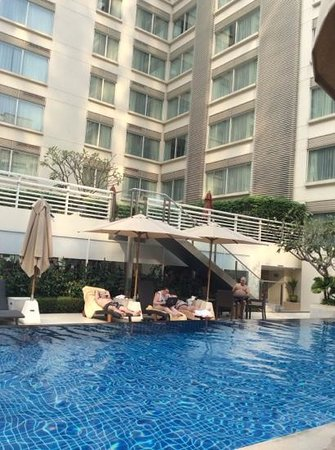 Courtyard by Marriott Bangkok: Poolside with a sundeck above