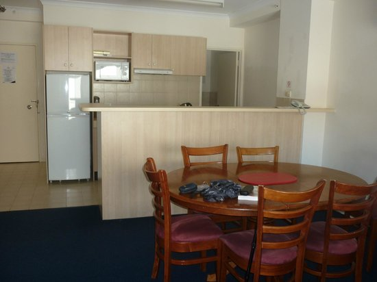 Alderney on Hay: Kitchen and dining table