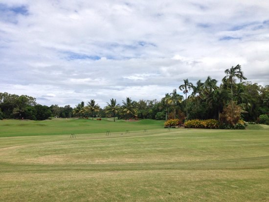 Paradise Links Resort Port Douglas: The golf course next to paradise links resort