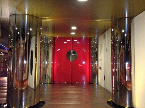 DuoMo Hotel: Entrance of (spaceship!) DuoMo