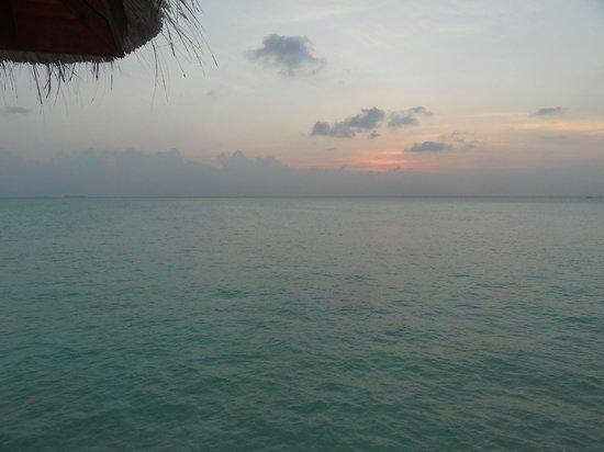 Anantara Dhigu MaldivesResort: odadan gunes batimi