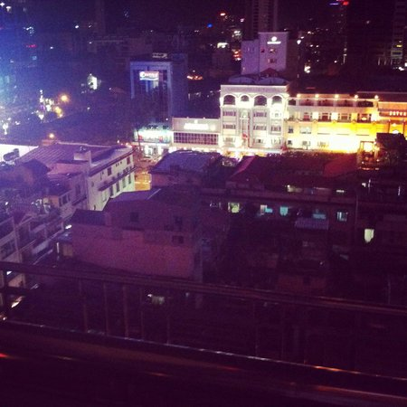 Caravelle Saigon: View from rooftop bar