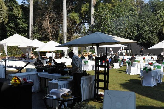 The Claridges New Delhi: Sunday brunch on the front lawn