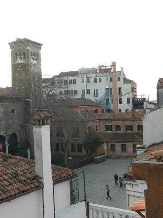 Hotel  Fontana: Vue de la fenêtre de la chambre