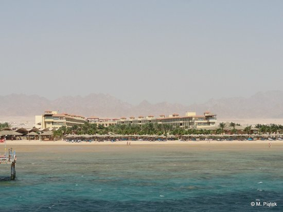 Amwaj Blue Beach Resort & Spa: Hotel from the sea