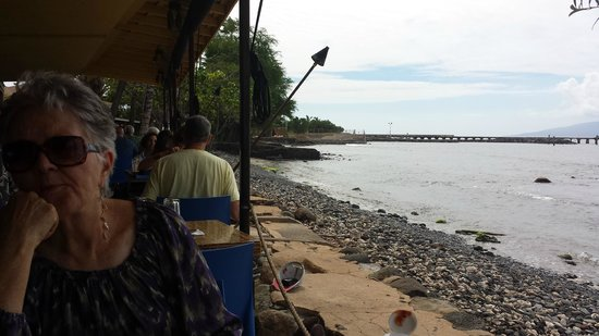 Honu Seafood and Pizza: the view from the front line tables