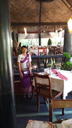 Bopha Siem Reap Boutique Hotel: Camerieri
