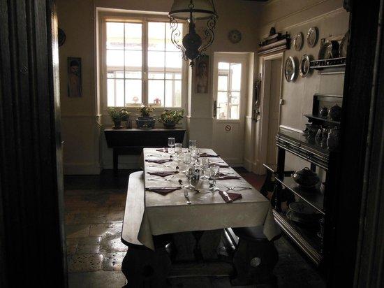Le Vieux Donjon : petite salle près de la cuisine