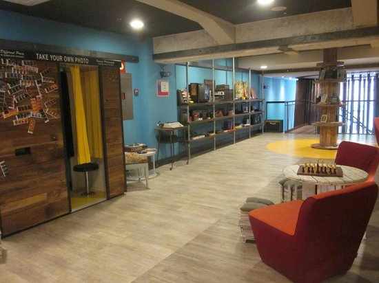 the communal area picture of generator hostel barcelona barcelona tripadvisor. Black Bedroom Furniture Sets. Home Design Ideas